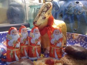 Einmal andersrum - 1 Rentier und 4 Weihnachtsmänner
